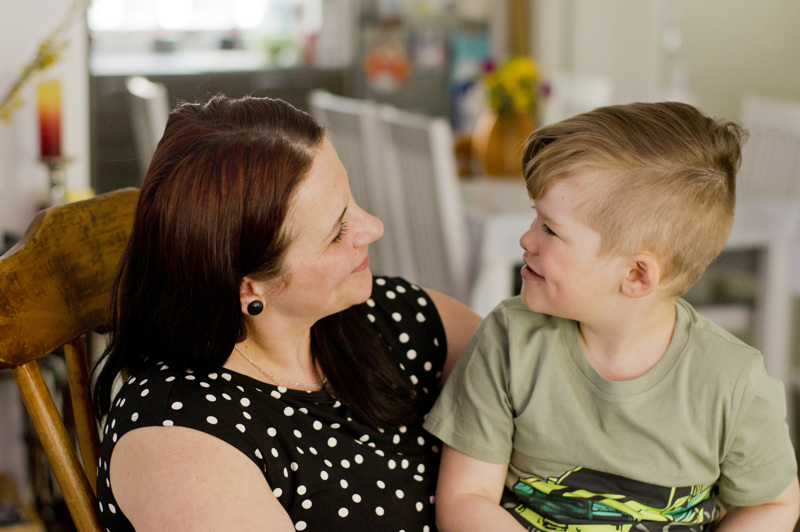 Äiti ja poika, Olesya Maliy ja Akseli Sikala.