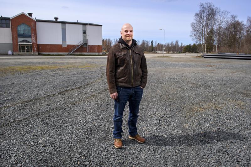Timo Sivula on 51-vuotias kokkolalainen teknillisen korkeakoulun diplomi-insinööri.