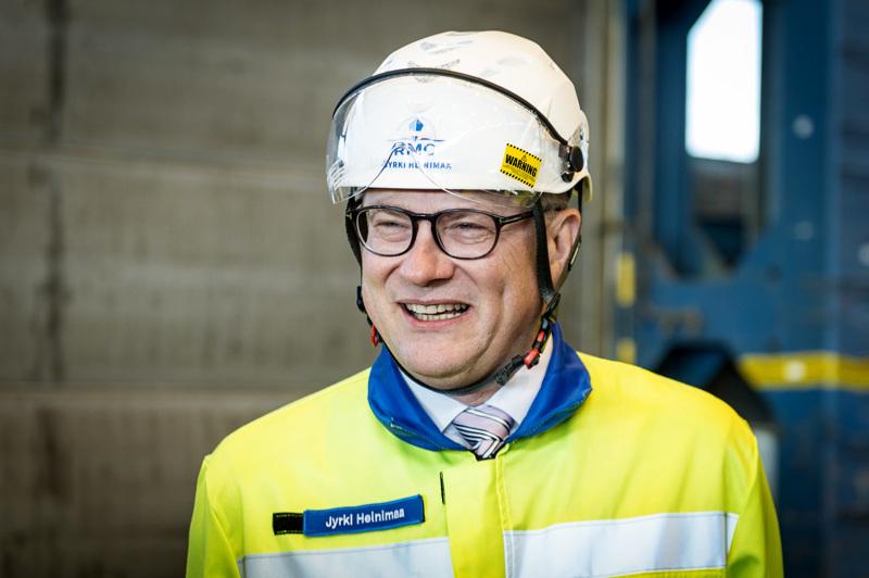Rauma Marine Constructionsin toimitusjohtaja Jyrki Heinimaa kertoo, että Merivoimien alukset rakennetaan valmiiksi katon alla.