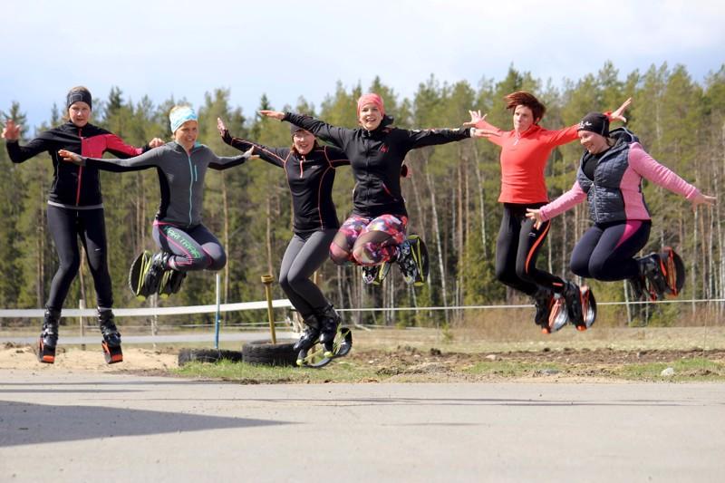 Kangoo Jumpsia voi harrastaa sisällä että ulkona.