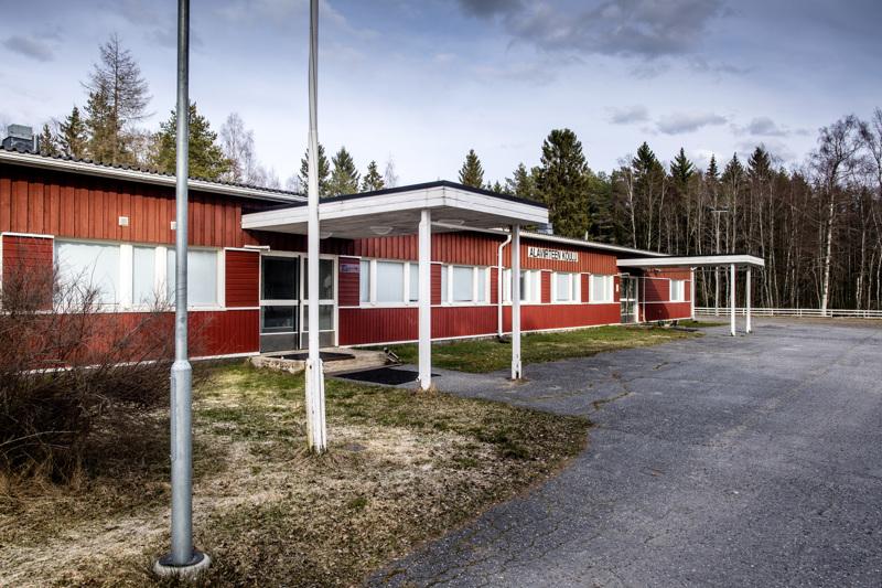 Alaviirteen koulun huutokauppa päättyi tiistaina alle 5000 euron tarjoukseen.