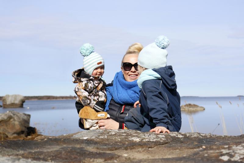 Anna Nurmi-Lehto on kahden toimeliaan pojan, vajaan vuoden ikäisen Edin ja kesällä kolme vuotta täyttävän Evanin äiti.