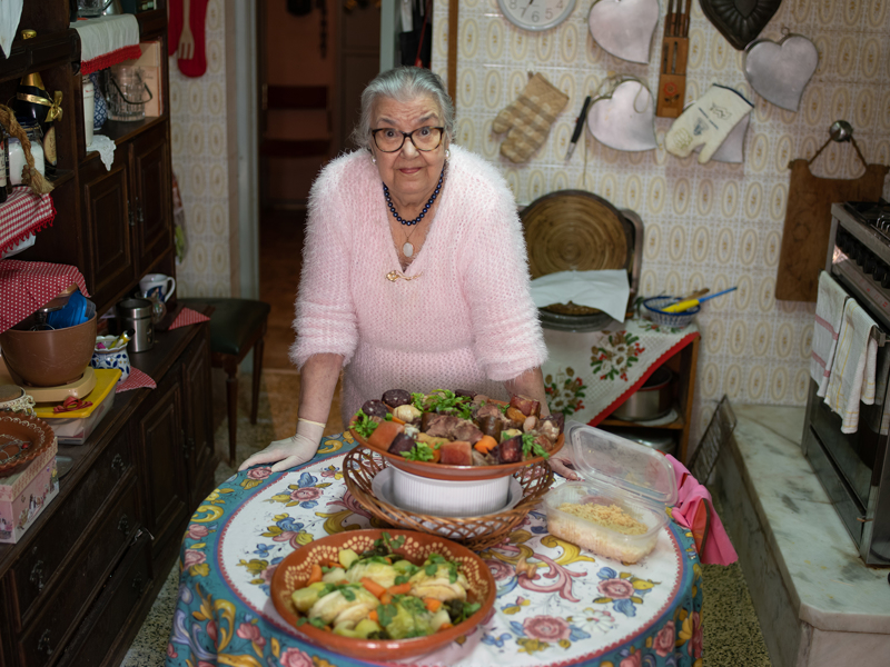 Antonieta Beja da Cunha on Portugalissa tunnettu perinneruokien kokki, joka on voittanut kilpailuja ja tehnyt keittokirjoja.