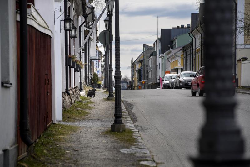 Kokkolan Vanhankaupungin kaduilla ei ole roskakoreja. Se johtuu tilanpuutteesta. Toisaalta roskaaminenkaan ei ole iso ongelma.