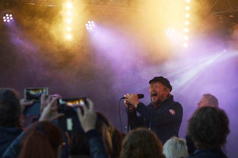 Kolmas Nainen ja keulakuvansa Pauli Hanhiniemi esiintyivät Haapavesi Folkeilla vuonna 2019.