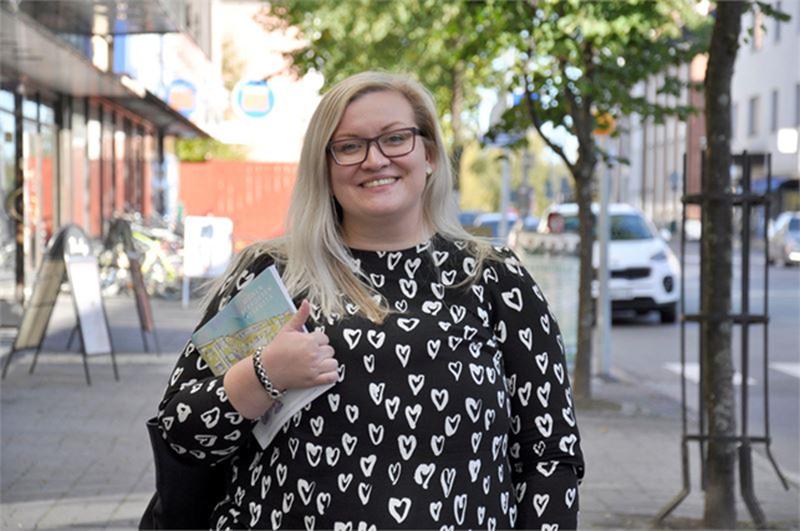 Kaupunginvaltuuston puheenjohtaja Tiina Isotalus esitteli SDP Kokkolan vaaliohjelman tulevalle kaudelle.