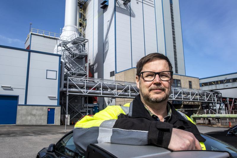 Kokkolan energian toimitusjohtaja Mikko Rintamäki. Turpeen osuus sähkön tuottamiseen tarvittavasta energiasta on laskenut.