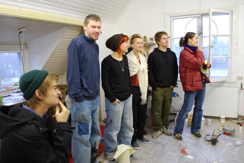 Ryhmäkritiikki maalauskurssilla Stig Arne Waran johdolla.