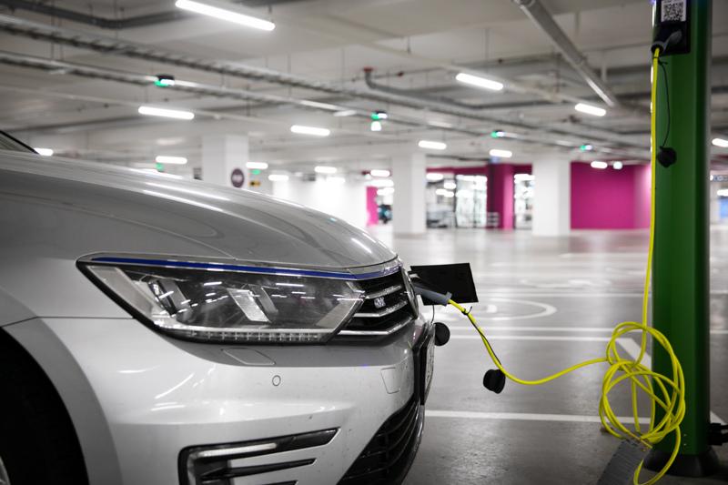 Hallituksen tavoitteena on, että Suomessa olisi vuonna 2030 noin 700000 sähkökäyttöistä henkilöautoa.