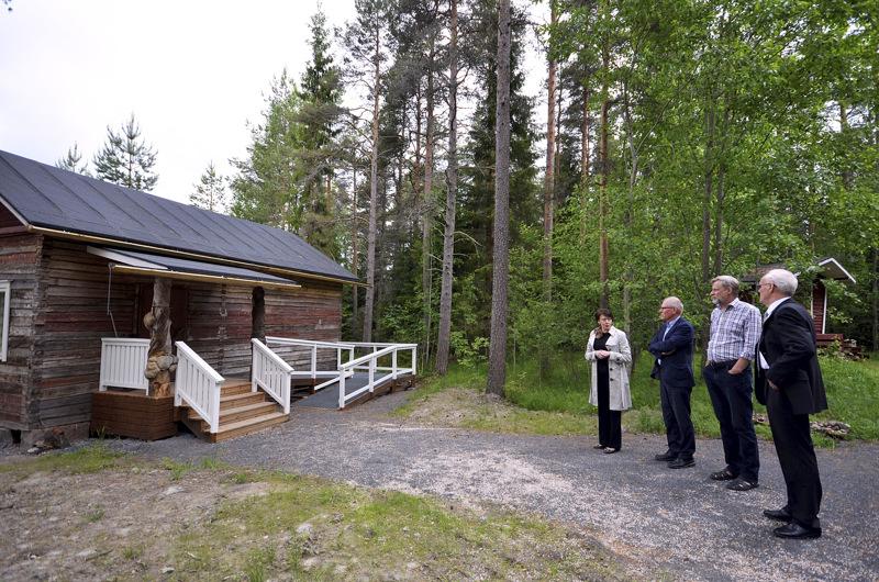 Puuhkalan museoalueelle mahtuisi hyvin rintamamiestalokin. Viimeksi sinne siirrettiin Simo Pällin ateljee.