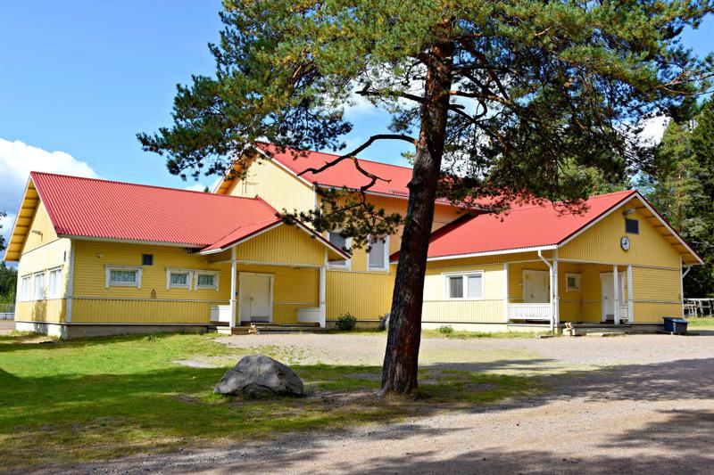 Vatjusjärven koulun lakkautus Haapavedellä on yksi viime vuosien suuria kiistoja aiheuttaneista kyläkoulupäätöksistä.