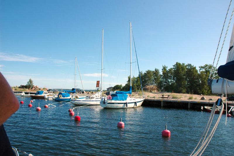 Veneilykausi on alkamassa Kalajoella. Varausjärjestelmä venepaikoista on mennyt uusiksi, mikä on aiheuttanut veneiljöillä huolta. Kukaan ei ole nyit vanhaa paikkaansa menettämässä.
