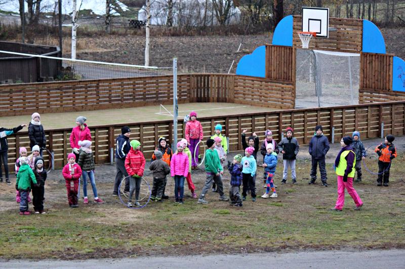 Saviselän koulu on kylän toiminnan keskipiste. Seuraavaksi alueelle rakennetaan grillilaavu.