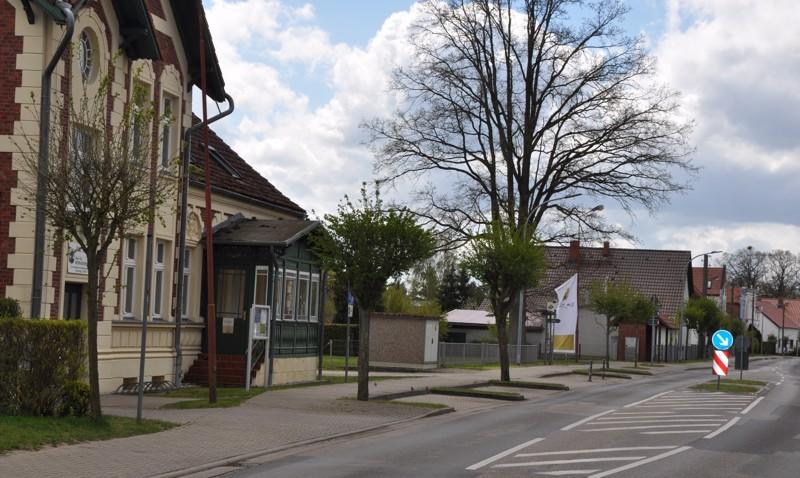 Saksalaiset kylät ja pienet kaupungit poikkeavat suomalaisista muun muassa siinä, että talot sijaitsevat lähellä toisiaan ja myös kylästä toiseen on välimatkaa vain vähän. Usein kylilläkin on oma hallintonsa pormestareineen.