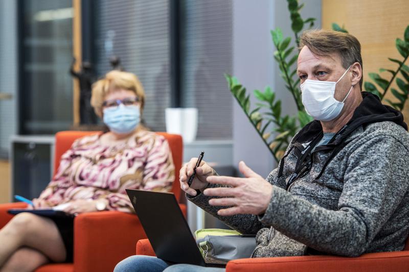 Tilanne Soiten alueella on erityisen huolestuttava. Koronarokotuksista vastaava palvelualuejohtaja Jukka Aro on erityisen huolestunut alle 65-vuotiaiden rokotekattavuudesta.