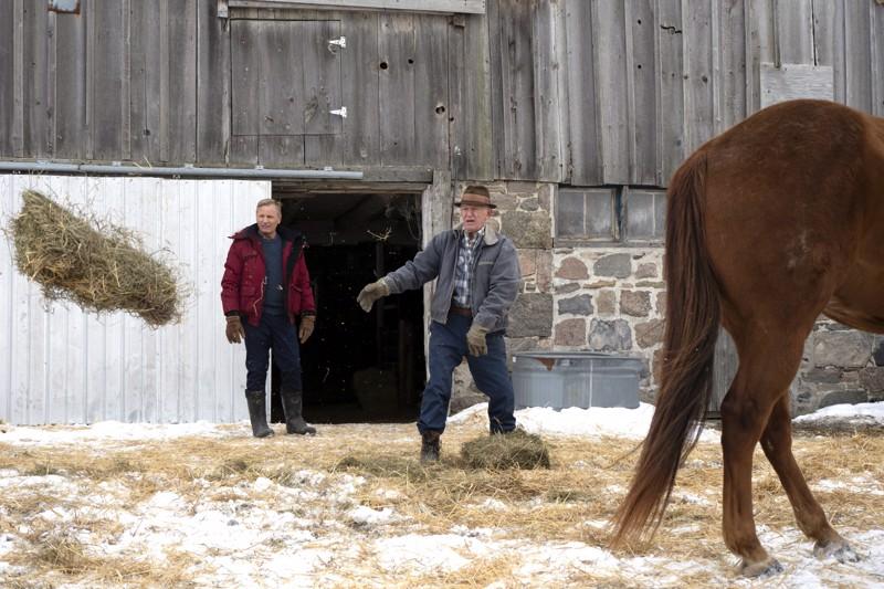 Esikoisohjaaja Viggo Mortensen näyttelee Fallingin poikaa, Lance Henriksen isää.