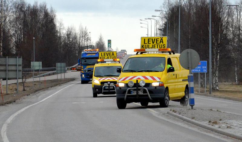 Erikoiskuljetus on liikkeellä aamupäivällä Raahen, Kalajoen ja Ylivieskan välillä. Arkistokuva.