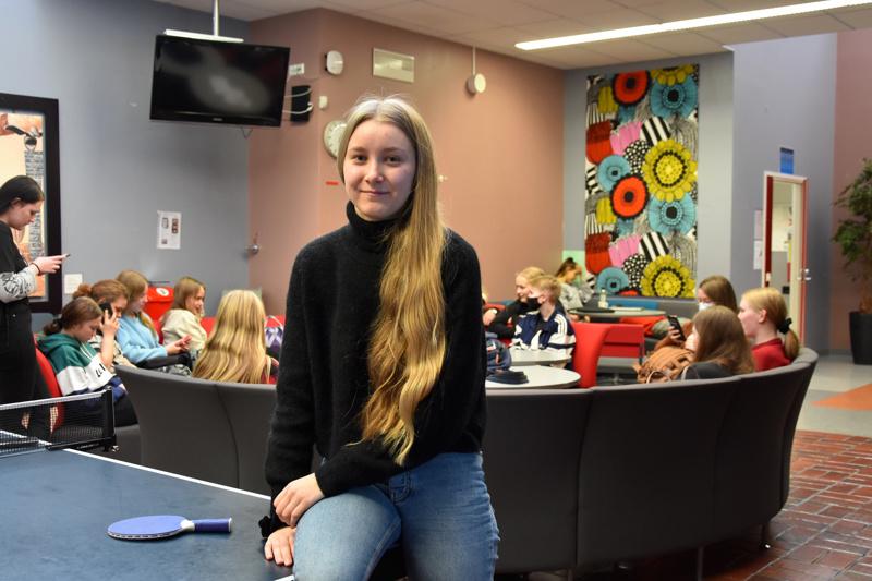 Loppukilpailussa etäyhteyksin. Kannuksen lukion Hilma Ylitalo pääsi Turpotietäjä-kilpailussa finaaliin.