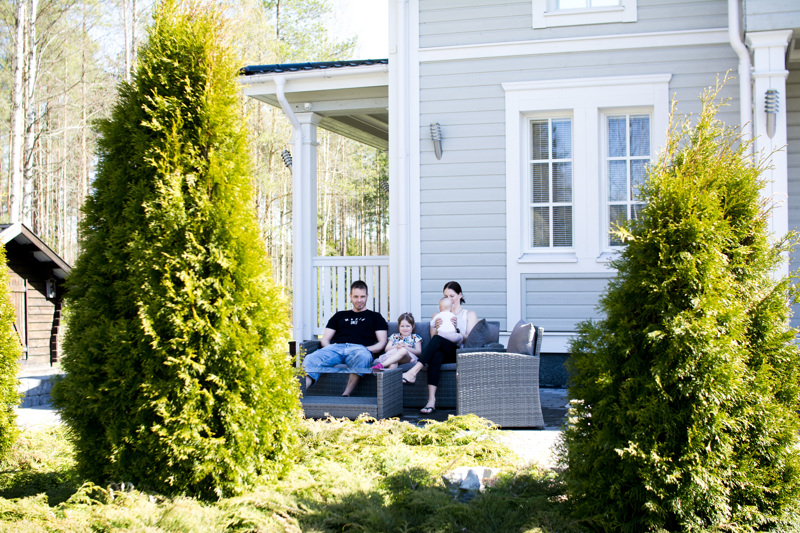 Sopivan kokoinen talo ja sopivalla etäisyydellä keskustasta, sanovat Aitto-ojat asuinpaikastaan.