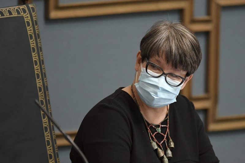 Puhemies Tarja Filatov kertoi että elpymispaketista äänestetään tiistaina.