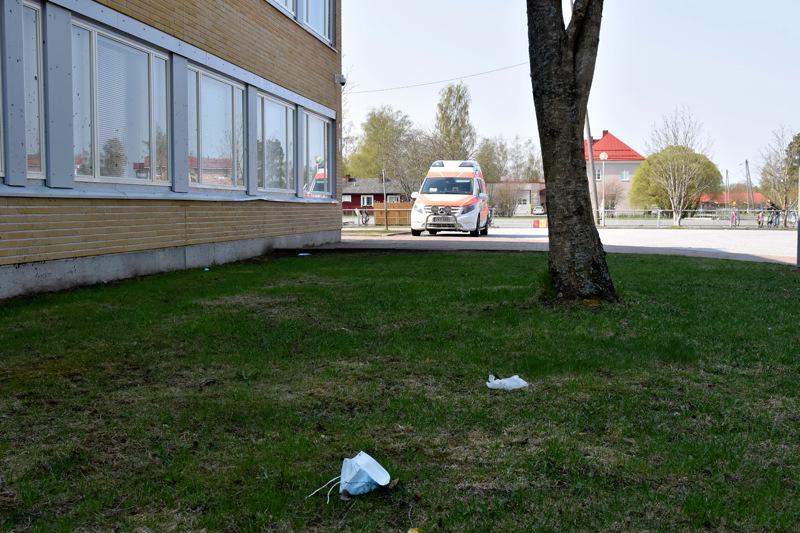 Kannuksen lukio ja 4-9 -luokkalaiset on määrätty etäopetukseen ensi viikoksi. Myös eskarilaisia ja 1-3 -luokkalaisia suositellaan jäämään kotiin.