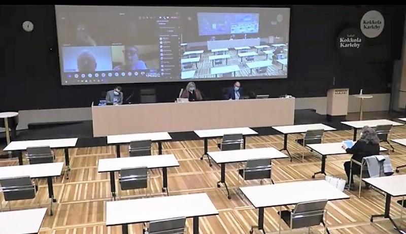 Kokkolan kaupunginvaltuuston istunnossa oli etäkokoussuositus. Vain perussuomalaisten Irma Kemppainen oli läsnä.