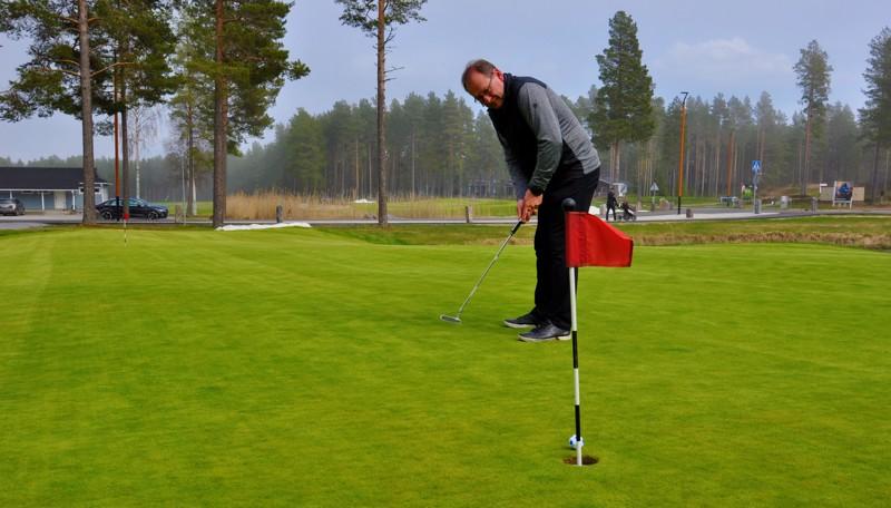 Esa Takala arvioi, että Kalajoen golfviheriöt ovat ajankohtaan nähden kaikkien aikojen parhaassa kunnossa. Ennenkin greenejä on kiitelty.