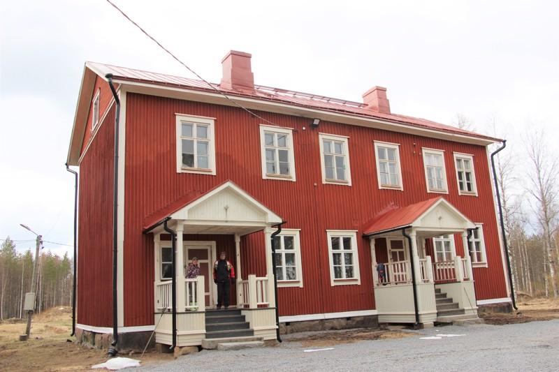 Antero ja Päivi Heiska ovat kunnostaneet vanhaa Nokkouden kansakoulua.
