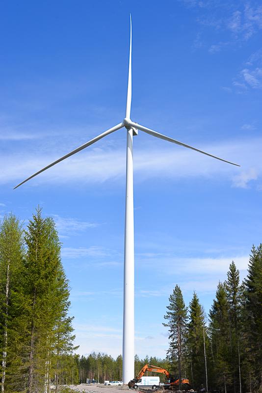 Vestas V150 4.3 megawattia.