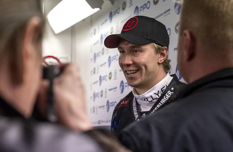 Jussi Jokinen ennätti tehdä pitkän peliuran. Tässä hän on kertomassa tunnelmia Oulun Kärppien pelaajana vuonna 2012.