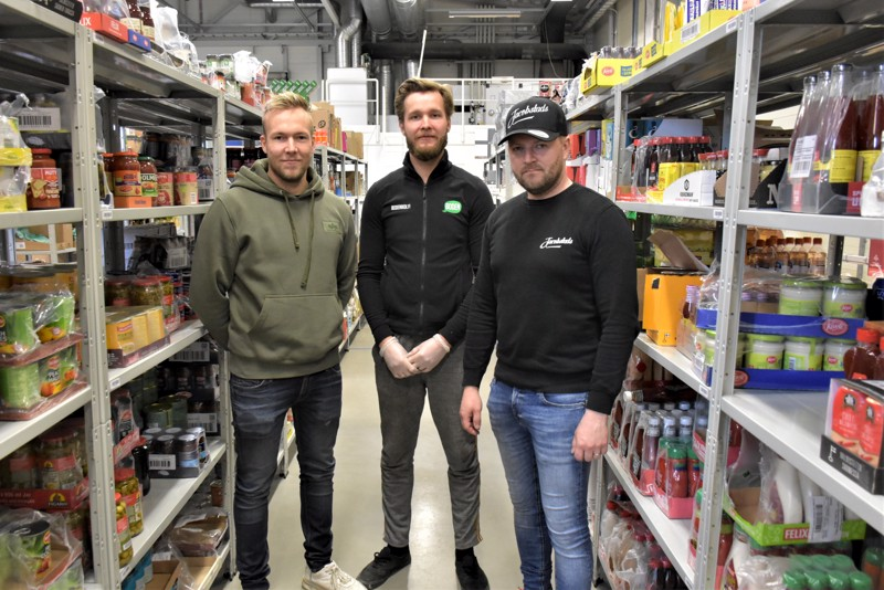 Christoffer Sirén (vas.), Jakob Karf ja Daniel Löf uskovat verkkoruokakaupan lyövän Suomessa tuota pikaa lopullisesti läpi, oli koronaa tai ei.