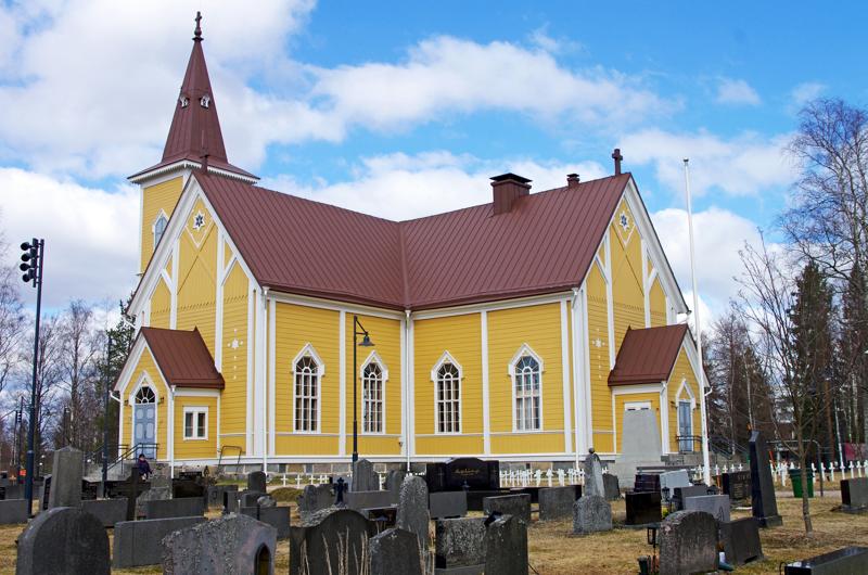 Nivalan remontoitu kirkko otetaan käyttöön juhlallisin menoin. Tältä kirkko näytti viime keväällä.