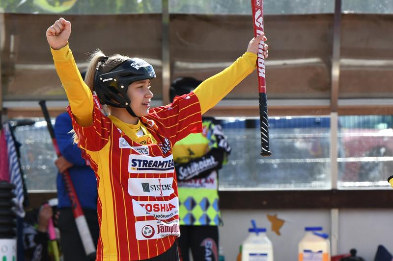 Kuulan paras naisten paikallispelissä oli ottelun ratkaissut ja neljä juoksua lyönyt Nina Jutila.