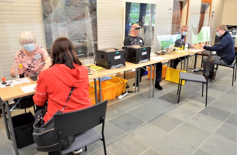Ylivieskan äänestyspaikalla kaupungintalolla äänesti toukokuun loppuun mennessä toista tuhatta äänestäjää.