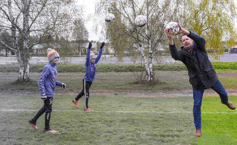 Tekonurmi on nykyaikaa, ja sitä toivovat monet joukkueet ja seurat. Pallo on nyt Juha Isolehdon käsissä hankkeen suunnitteluvaiheessa.