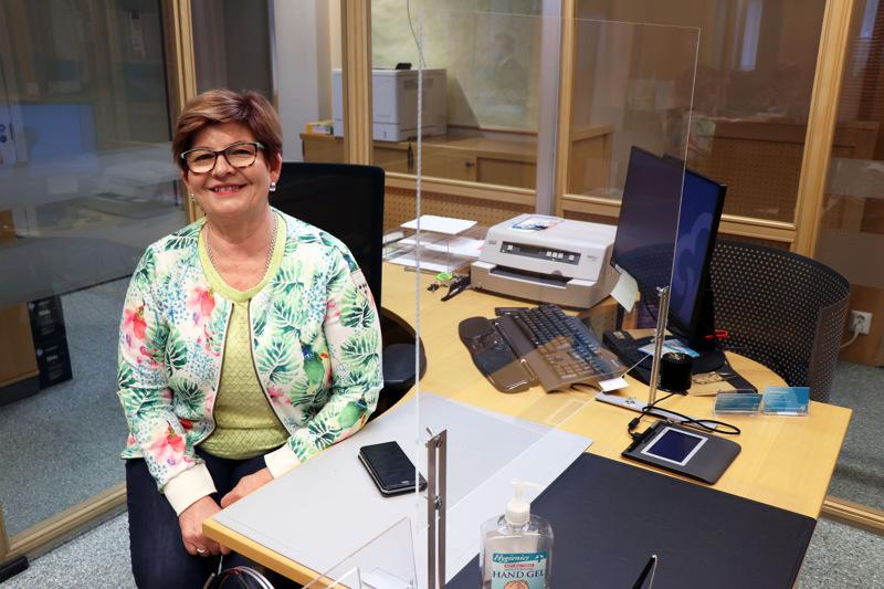 Eeva-Liisa Vanhanen tuli Säästöpankin Kaustisen konttoriin kesätöihin vuonna 1979. Nyt hän on jäämässä eläkkeelle.