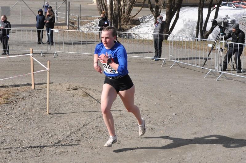 Joensuun SM-maastoissa 17-vuotiaiden sarjassa seitsemänneksi juossut Kälviän Tarmon Melissa Kykyri odottaa monen muun lailla kilpailukauden käynnistymistä.