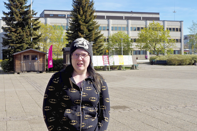 Miira Erkkilä pitää Kokkolan runsaista puistoista ja vihreydestä.