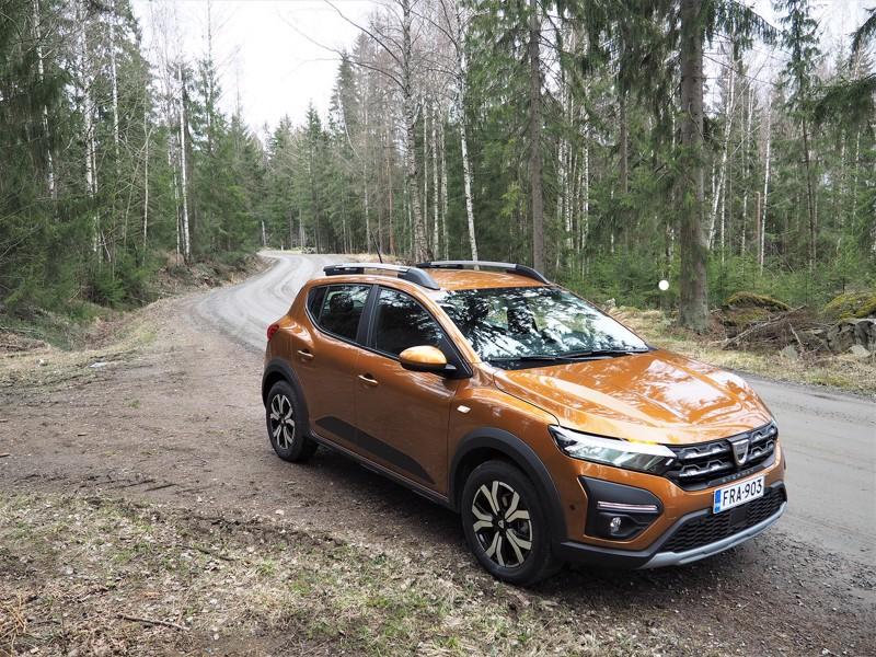 Auton edullisuus ei välttämättä merkitse mitäänsanomatonta ulkonäköä. Dacia Sandero Stepway on muotoiltu vetävästi, ja korista löytyy pikkumaasturin ominaispiirteitä.