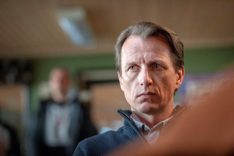 Ruotsalaissarjassa Björnstad näyttelijällä on ilkeän kiekkoisän rooli.