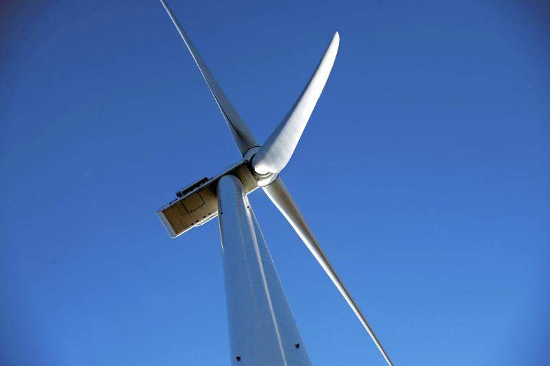 Tuulimyllyt pääsevät myös tekstaripalstalle säännöllisesti.