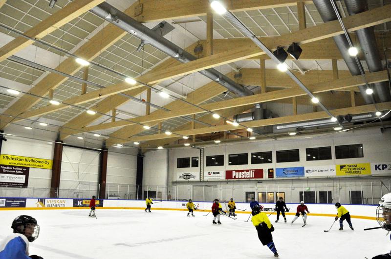 Ylivieskan Jääkarhut ja Cobrat Oulaisista ovat hakeneet kevään aikana yhteistä päätoimista juniorivalmennuspäällikköä.