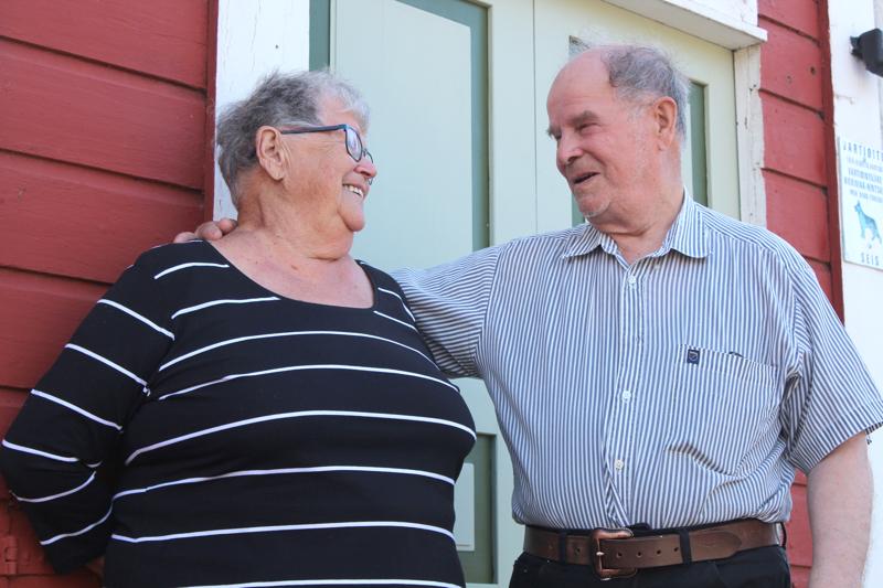 Aila oli 17 ja Olavi 21, kun nuoret vihittiin Jokelan pappilan salissa 16.10.1955. Reilut 65 vuotta myöhemmin Yliverroset palasivat muistojensa vihkipaikalle.