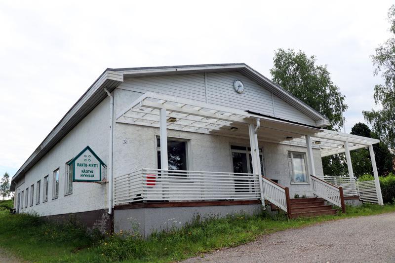 Koulutien ja Pallotien kulmauksessa sijaitseva Kiinteistö Oy Metsätalon omistus on siirtymässä yksiin käsiin.