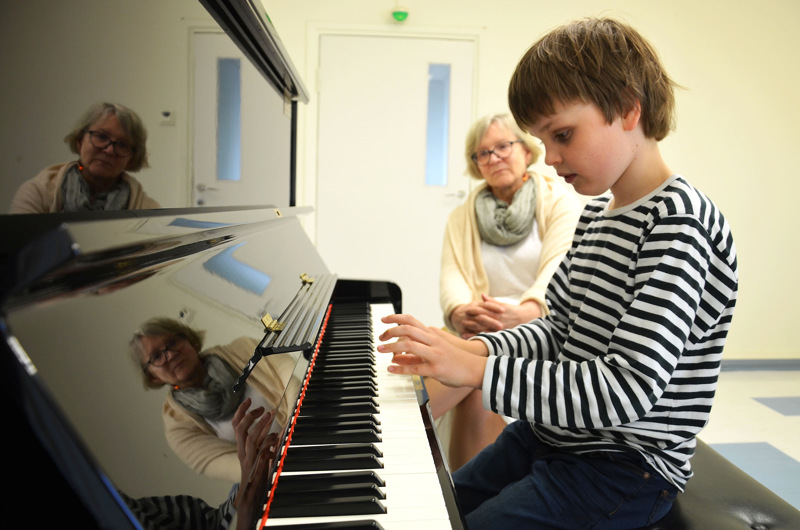 Otso Kallio osallistui kesällä 2018 jo kuudetta kertaa Raudaskylän musiikkileirille. Mestarikurssin johtaja Katrina Nummi-Kuisma on Raudaskylän kävijä koko tältä vuosituhannelta.