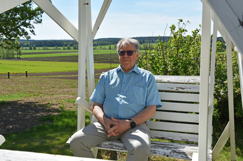 Taustalla näkyvä avara maisema on Pekka Pitkälälle tärkeä. ''Asiakkaat jäävät sitä myös useasti ihailemaan'', hän toteaa.