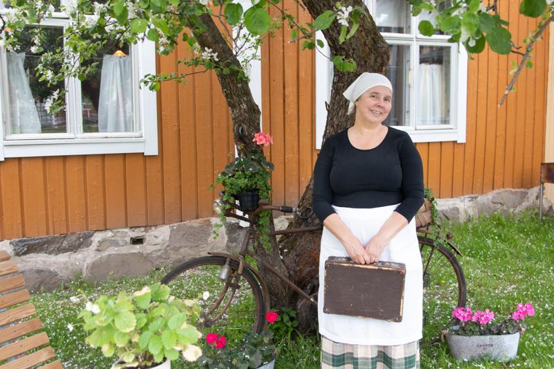 TarinaPortin yrittäjä Anette Kanteh kertoo, että TarinaPortti pureutuu roolihahmojen kautta Kokkolan paikallishistoriaan pintaa syvemmältä.