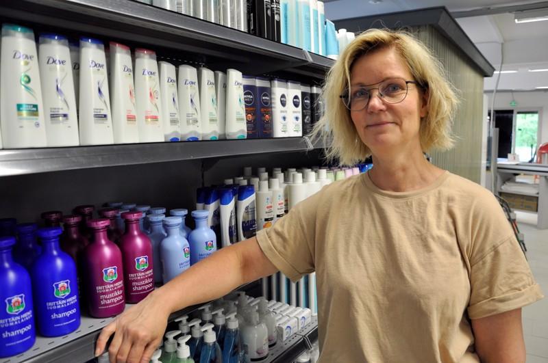 Myymäläpäällikkö Nina Nilsson kertoo, että suunnitellusta kaupan ovien aukaisupäivästä perjantaista 11. kesäkuuta ei tinkitä.