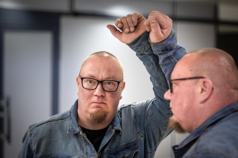 Kimmo Vasalampi sanoo, että syy juomiseen löytyi peilistä.