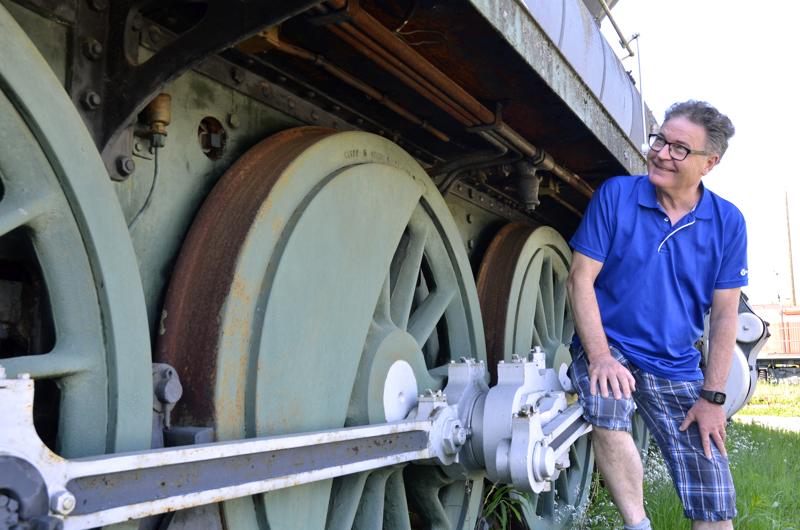 Kippola kertoo, että veturin pyöristä piti irrottaa niiden kiertotangot, jotta veturi voitiin hinata Ylivieskaan. Osat kasattiin takaisin paikoilleen Ylivieskassa.